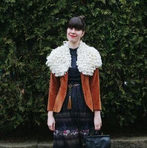 Furry shoulder shawl